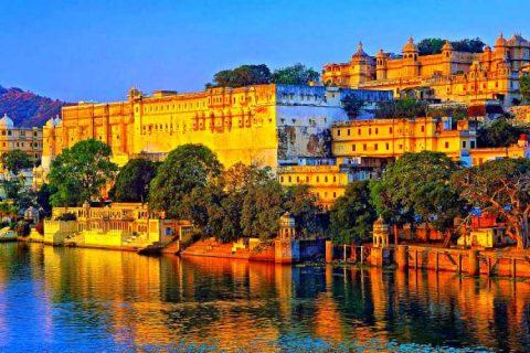 gruppo di viaggi india